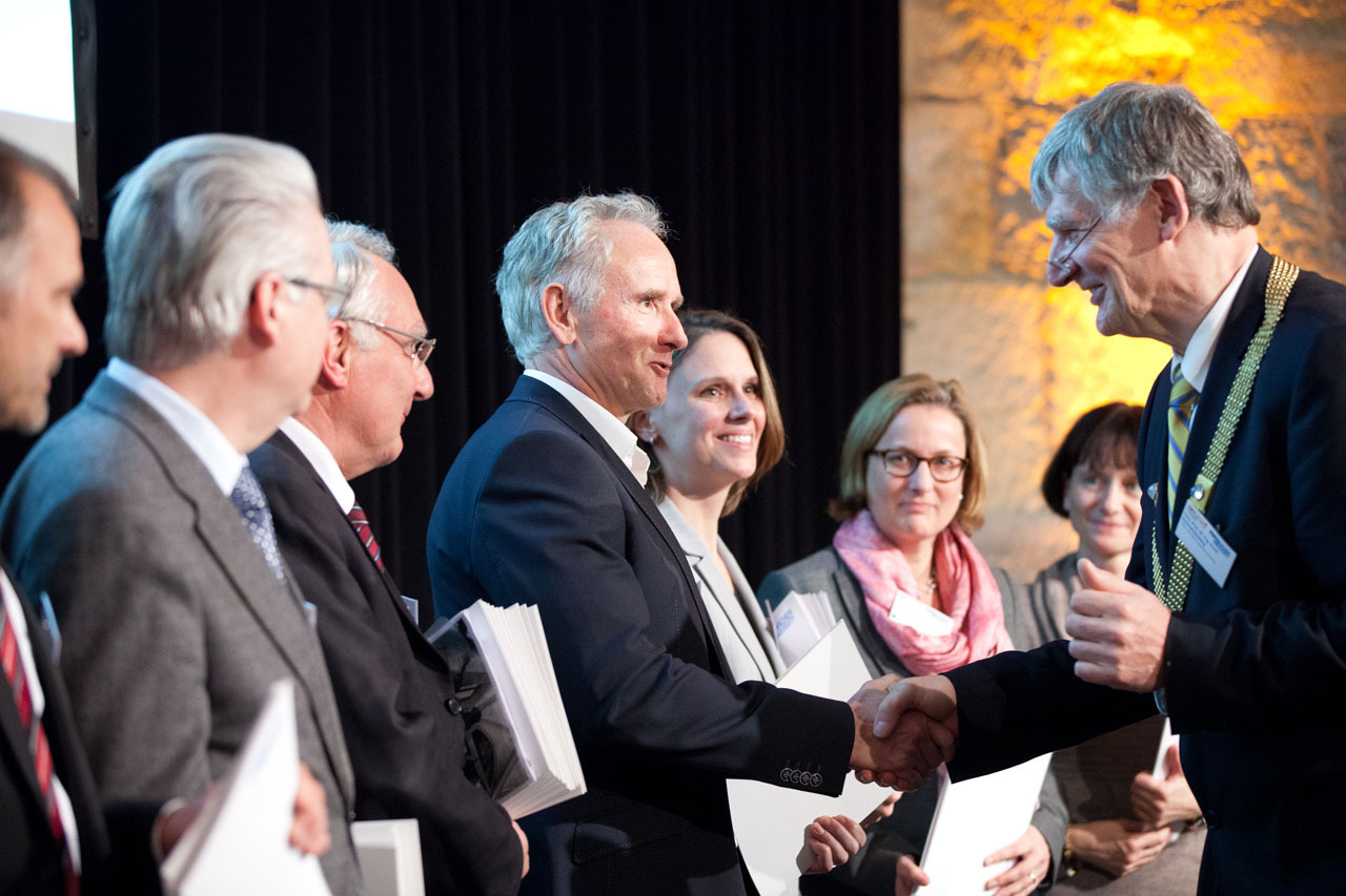 RWTH Rector shakes hands