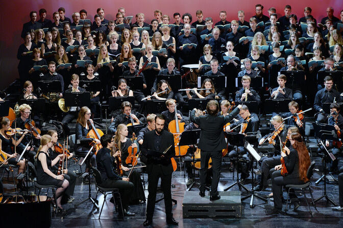 Choir and orchestra on stage at Theater Aachen